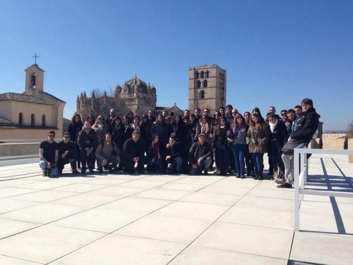 Un grupo de alumnos de la escuela polit cnica de Arquitectura politecnica