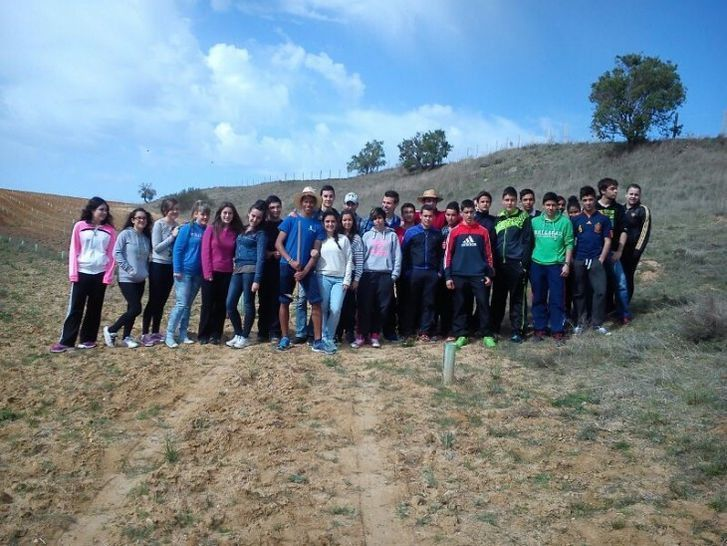 Estudiantes de fuentesa co reforestan su pueblo con for Viveros en zamora