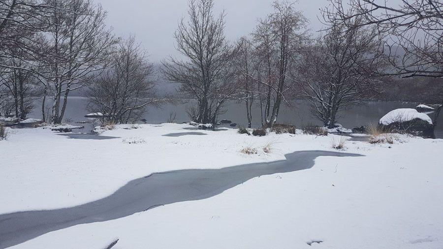 Lago sanabria nevado reguero