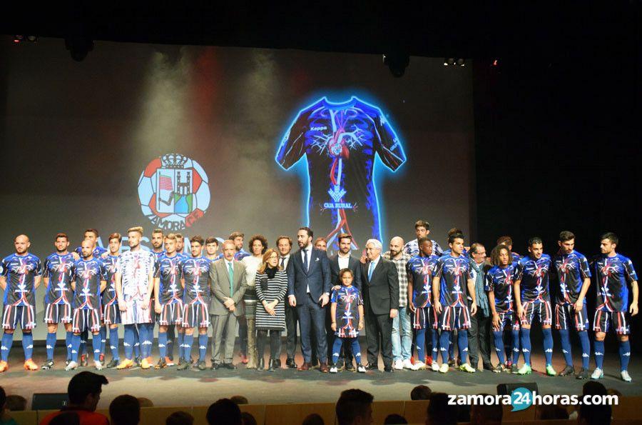 La nueva camiseta del Zamora CF  sentimiento rojiblanco  en vena  923eeb0ab252