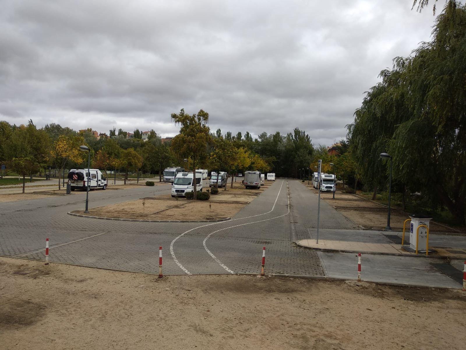 El Ayuntamiento regulará el estacionamiento de autocaravanas con una ordenanza municipal