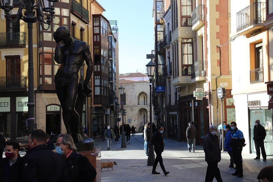 Sagasta escultura adan (1)