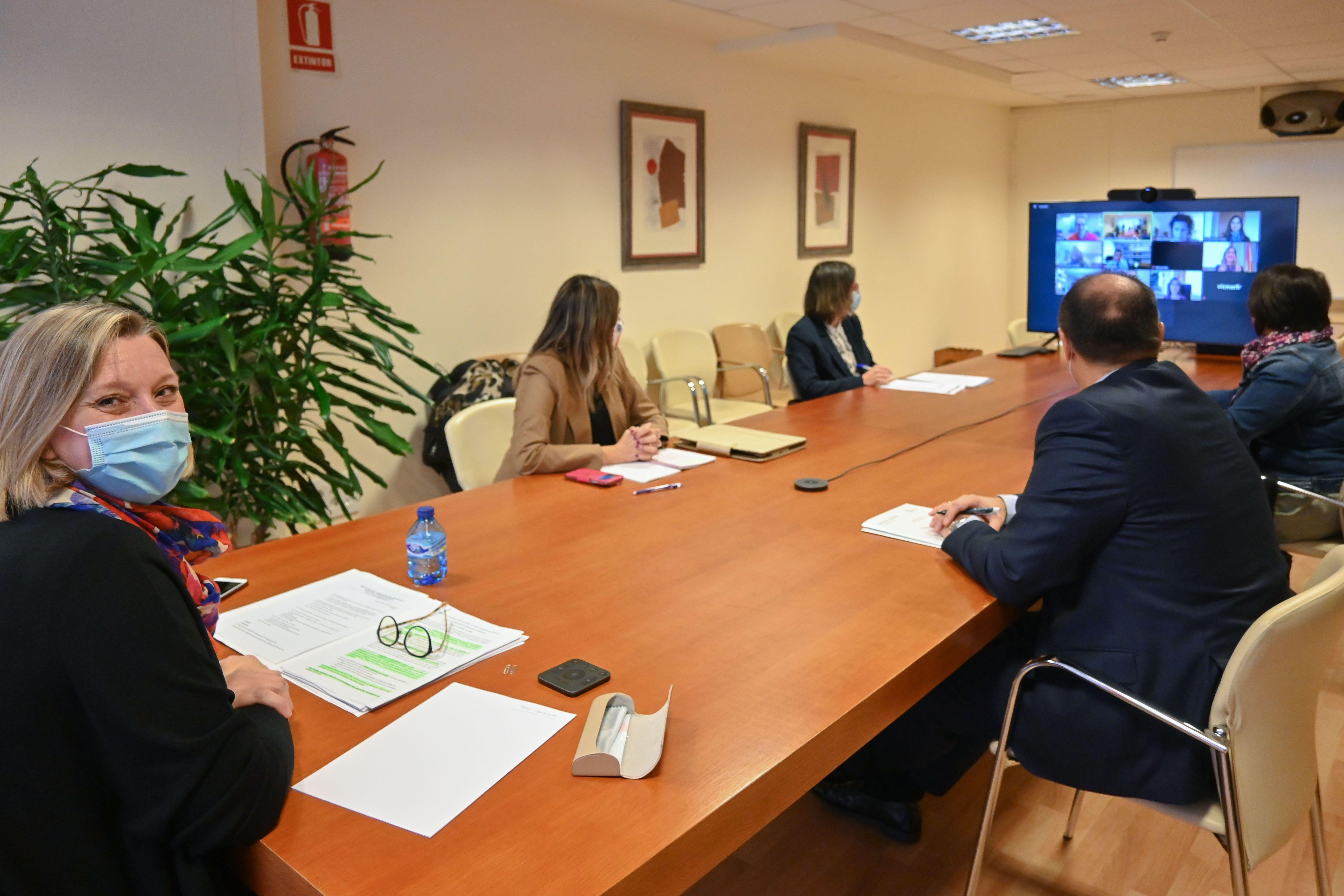 Mesa dialogo social junta isabel blanco (2)