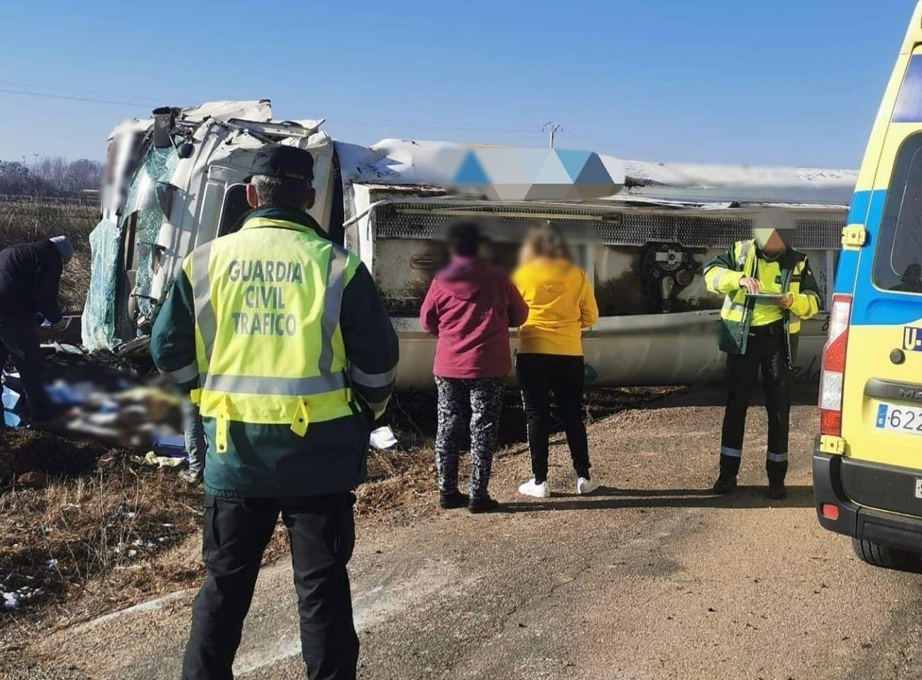 Un joven herido tras sufrir un accidente con un camión de mercancías peligrosas en Zamora